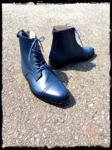 shortboots-navy laceup